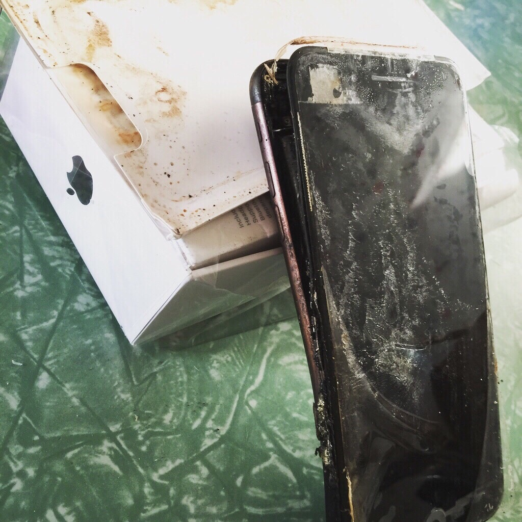 Apple iPhone 7 Exploded - Samsung Is Not Alone Anymore