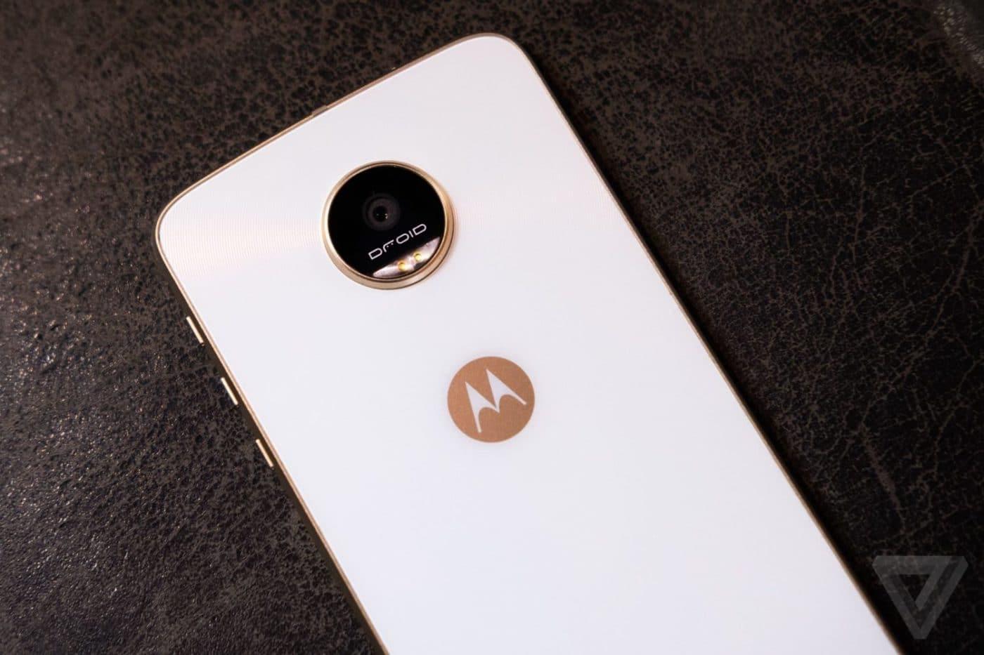 Motorola Disses Samsung For Dissing Apple 1